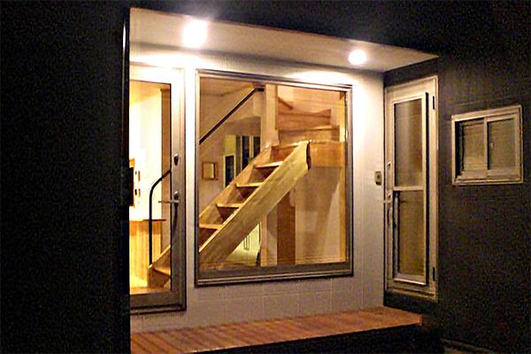 花火を見ながら夕澄みのできる家のサムネイル